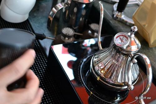 مادز کافه . ملاکا . قوری driper