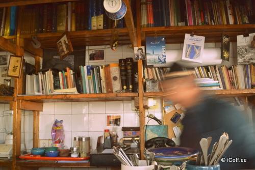 مگسپرانی در کافه