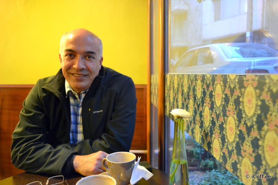 علی قمبری موسس کافیشاپهای قهوهخانه خیابان گیلاس