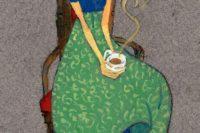 دختری با فنجان قهوه