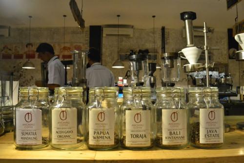 [تصویر:  Coffee-Indonesia-%D9%82%D9%87%D9%88%D9%8...00x333.jpg]