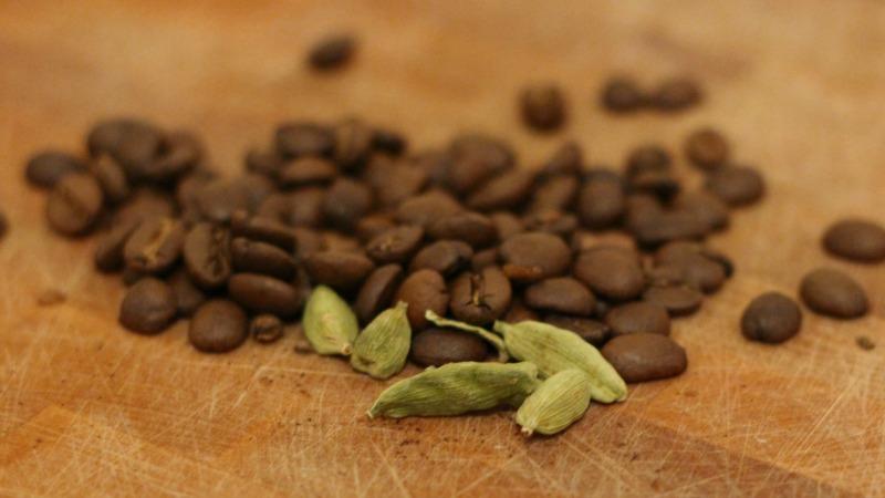 قهوه و ادویه هل