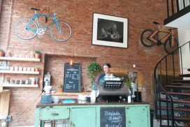 قهوه نوشی در آمستردام هلند رویا خوشنویس آیکافی