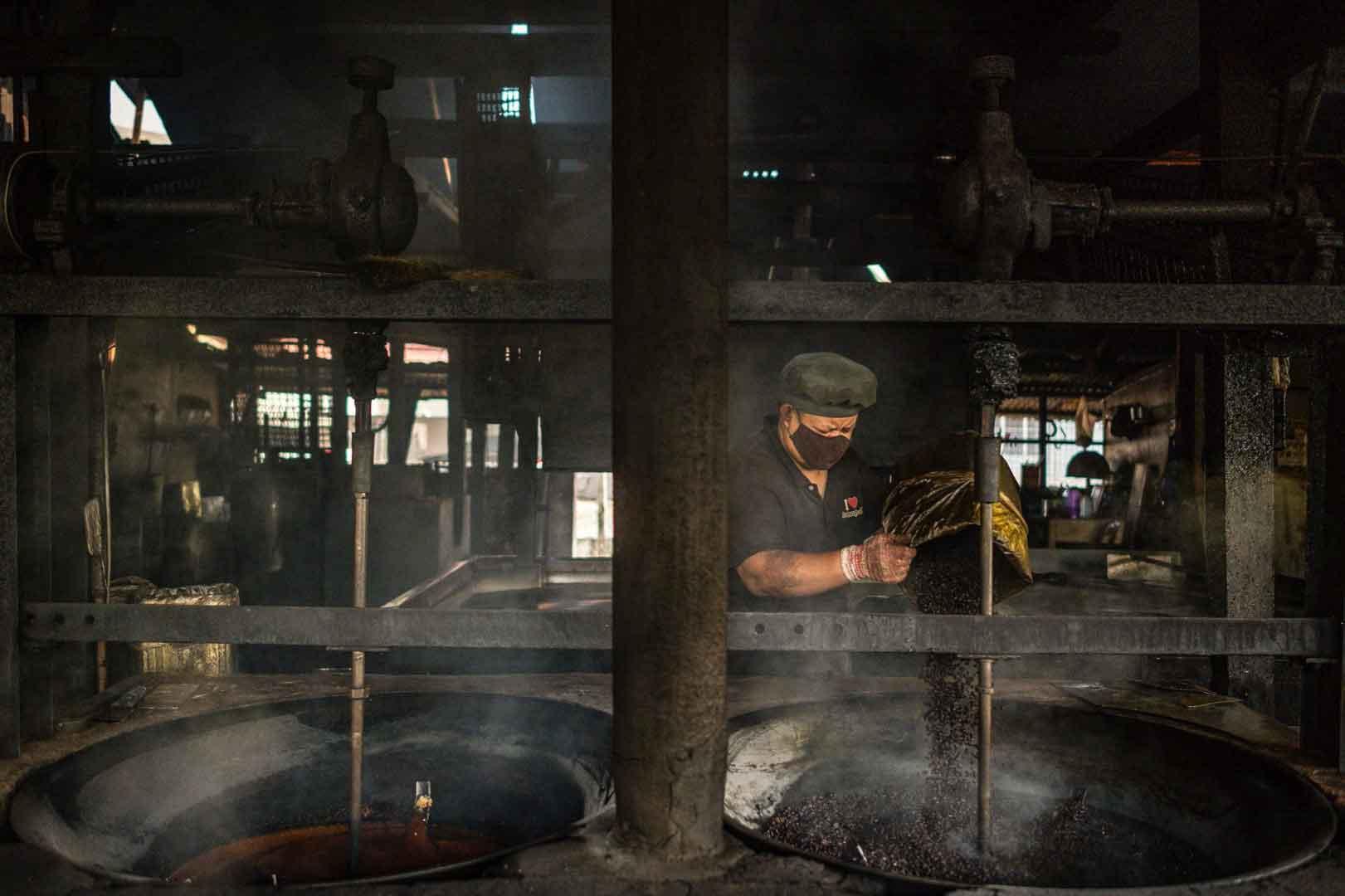 برشتهکاری قهوه به روش سنتی