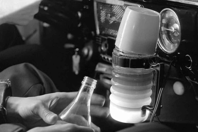 قهوهساز قابل حمل مخصوص ماشین در فیلم کوریسماکی