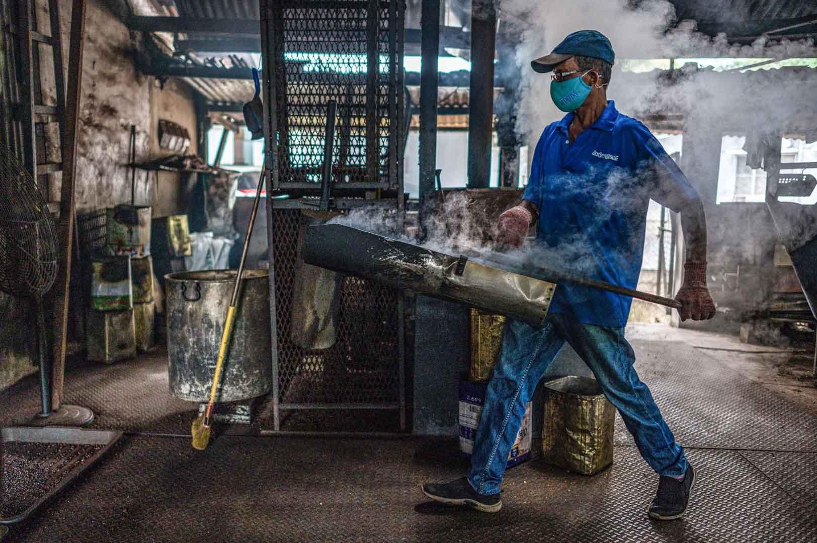برشته کاری قهوه در مالزی